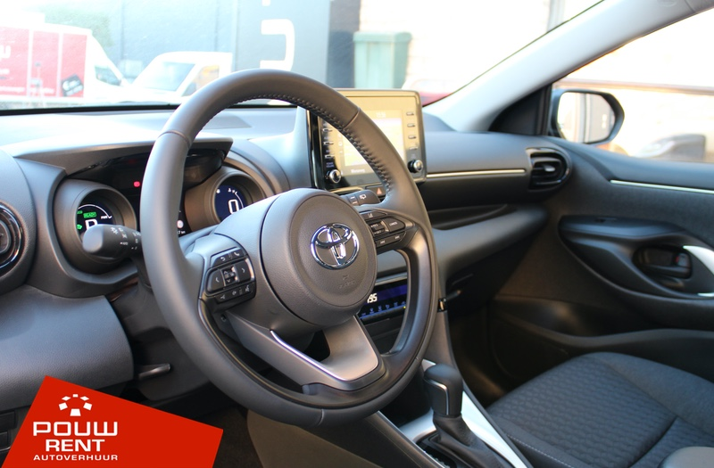 Kleine middenklasse auto hybride automaat